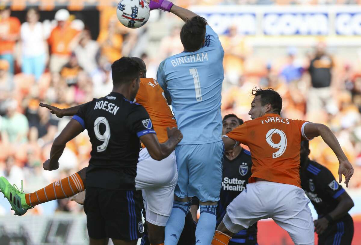 San Jose Earthquakes goalkeeper David Bingham (1) was able to save the corner ball but then Houston Dynamo forward Alberth Elis (17) scored on him immediately right after during the second half of the game at BBVA Compass Stadium Saturday, April 22, 2017, in Houston. The Dynamo defeated the Earthquakes 2-0. ( Yi-Chin Lee / Houston Chronicle )