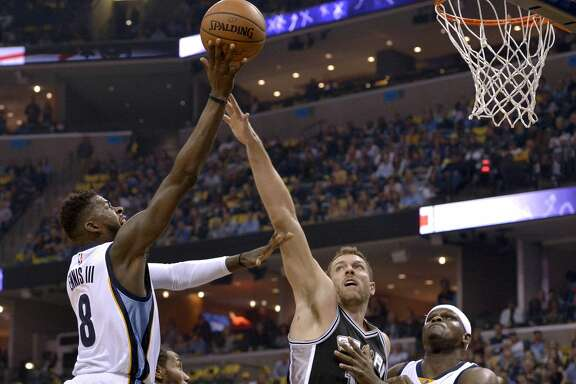Memphis Grizzlies forward James Ennis (8) shoots against San Antonio Spurs forwards Kawhi Leonard, second from left, and David Lee (10) as Grizzlies forward Zach Randolph (50) moves for position during the first half of Game 4 in an NBA basketball first-round playoff series Saturday, April 22, 2017, in Memphis, Tenn. (AP Photo/Brandon Dill)