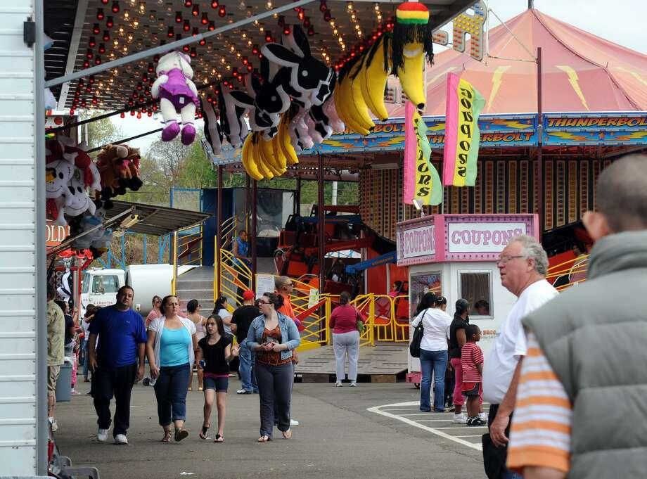 With customer traffic sagging, U.S. retail landlords are using their sprawling concrete lots to host events such as carnivals, concerts and food-truck festivals. A carnival draws visitors to Stratford Square Mall in Stratford, Conn. Photo: Connecticut Post File Photo / Connecticut Post