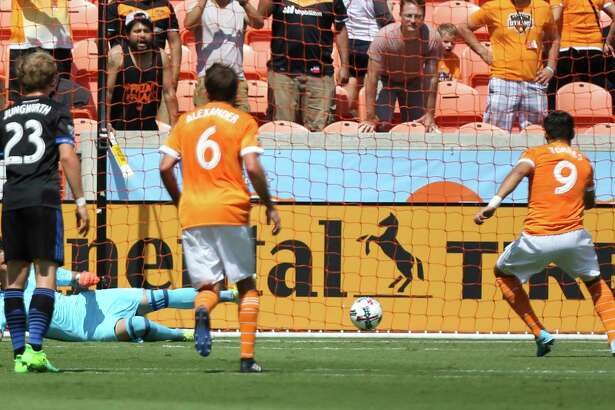 Dynamo forward Erick Torres, right, scored on a penalty kick during the first half of Saturday's victory over  the Earthquakes for his league-leading seventh goal of the season.