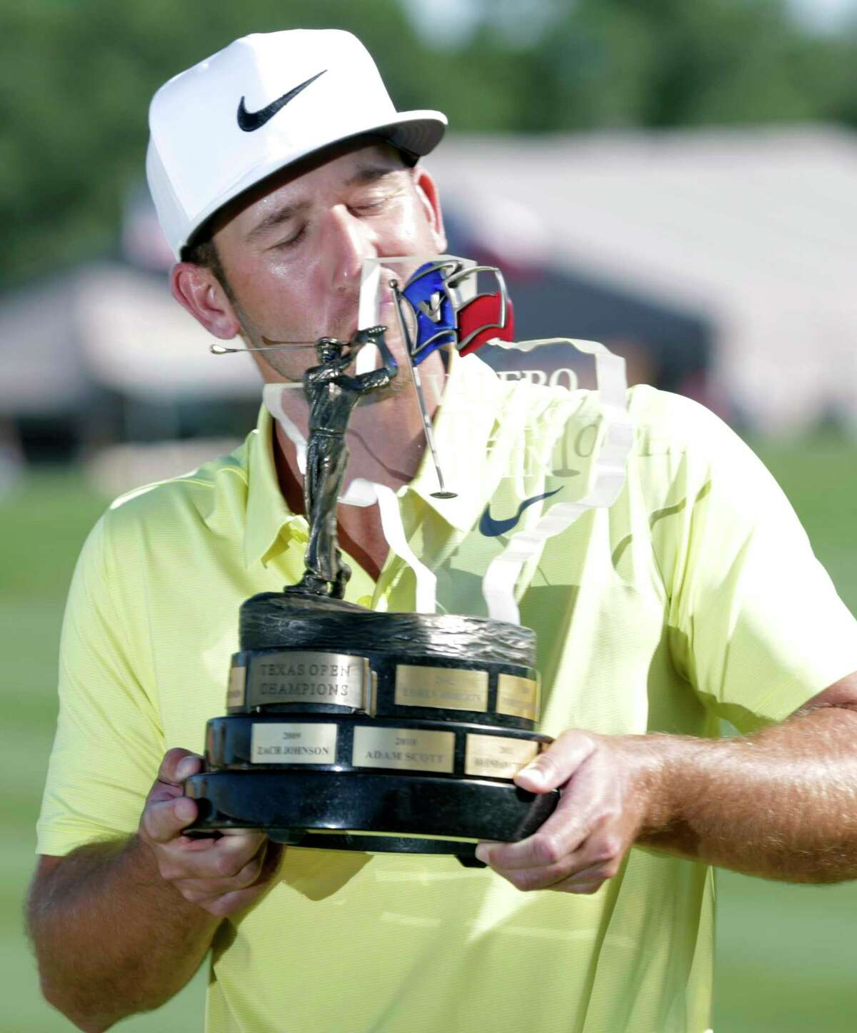 Kevin Chappell plants a kiss on the trophy after the final round of the Valero Texas Open at TPC San Antonio Oaks Course on April 23, 2017.
