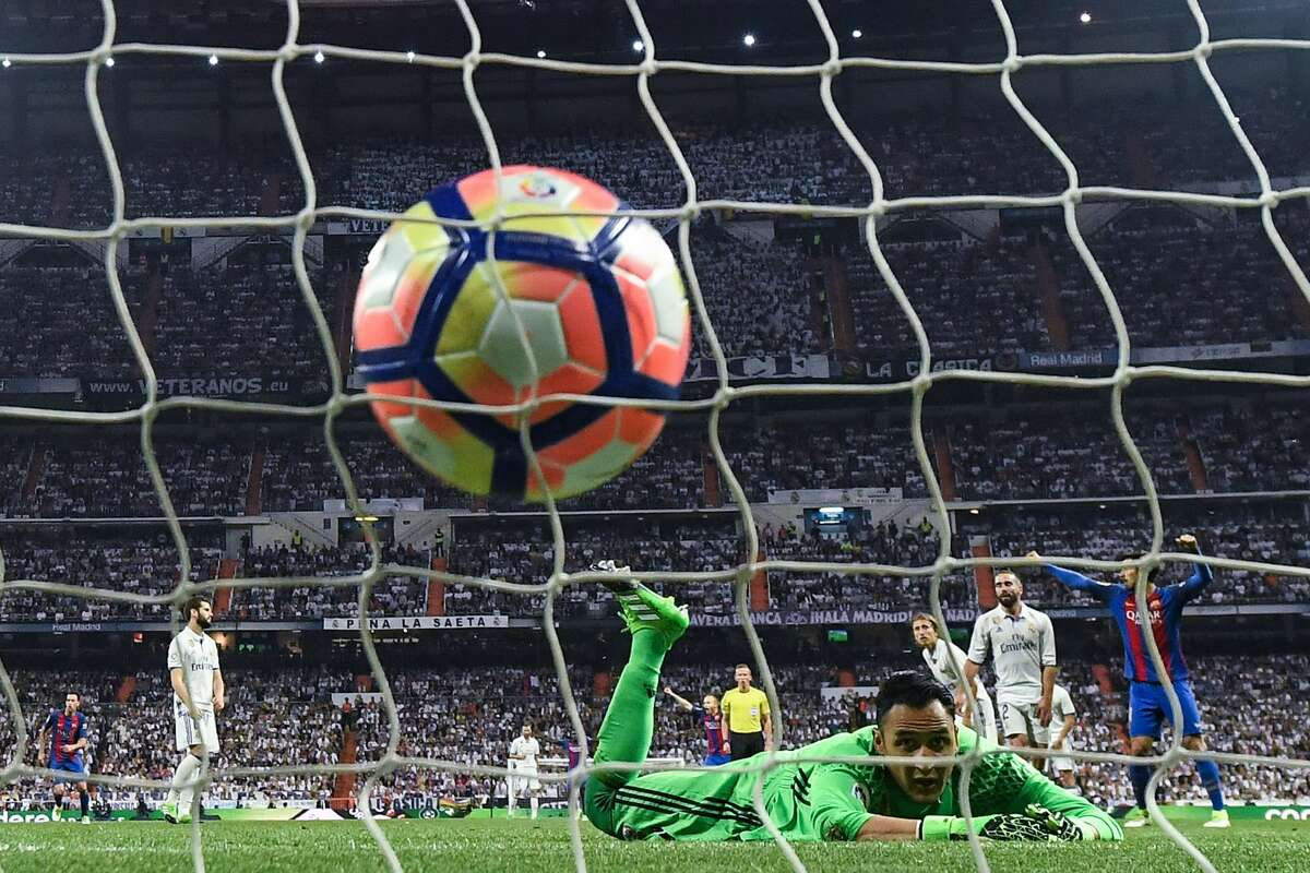 MADRID, SPAIN - APRIL 23: Keylor Navas of Real Madrid CF fails to stop Lionel Messi of FC Barcelona (not pictured) from scoring his team's third goal during the La Liga match between Real Madrid CF and FC Barcelona at the Santiago Bernabeu stadium on April 23, 2017 in Madrid, Spain. (Photo by David Ramos/Getty Images)