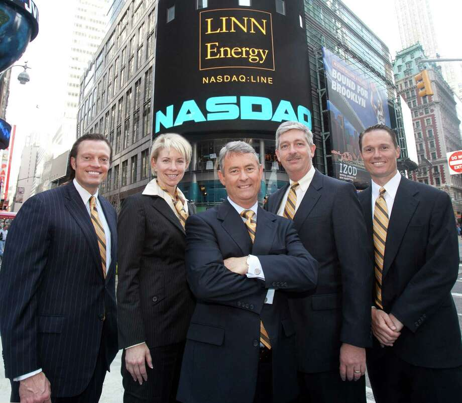 Linn Energy CFO Kolja Rockov, Senior Vice President and  General Counsel Charlene Ripley, Chairman, President & CEO Mark Ellis, COO Arden Walker, and Senior Vice President of Business Development David Rottino celebrated Linn s fifth anniversary as a publicly traded company by ringing the Nasdaq closing bell in April 2011. Several local unitholders joined them for the event, and they all wore ties with Linn colors. Photo: None / Linn Energy