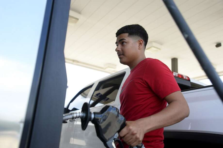 Gas prices in Houston rose slightly this week boosted by higher oil prices.  NEXT: See gasoline prices in Texas' biggest cities.