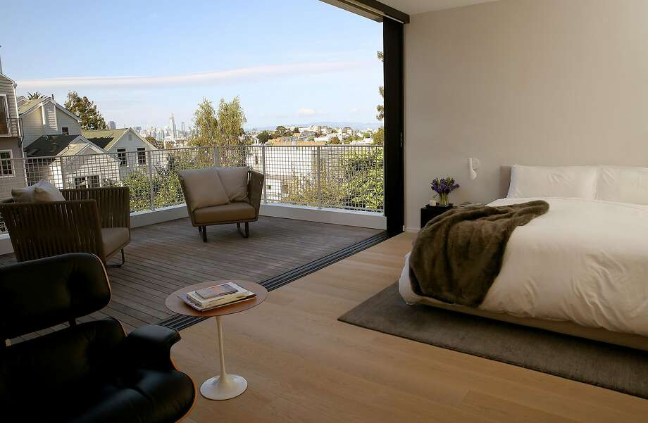The bedroom opens onto the deck in the Lee-Edmonds home. Photo: Liz Hafalia, The Chronicle
