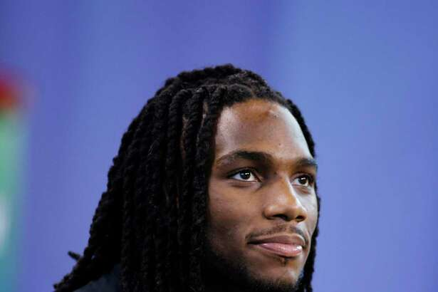 INDIANAPOLIS, IN - FEBRUARY 28: Injured linebacker Jaylon Smith of Notre Dame looks on during the 2016 NFL Scouting Combine at Lucas Oil Stadium on February 28, 2016 in Indianapolis, Indiana.