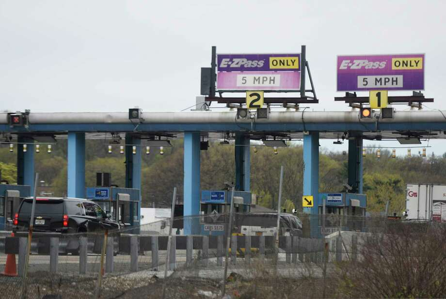 Cars pass through the New England Thruway Toll Plaza on the stretch of I-95 between New Rochelle and Larchmont, N.Y. Monday, April 24, 2017. Photo: Tyler Sizemore, Hearst Connecticut Media / Greenwich Time