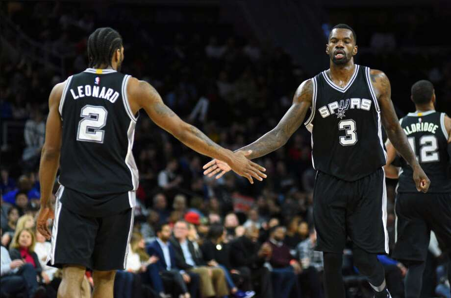 Spurs center Dewayne Dedmon expects to be inside the AT&T Center — and it is assumed back in the starting lineup — for Game 5 against Memphis on Tuesday.