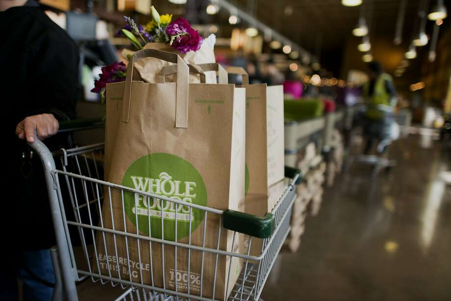 Bags of groceries sit in a shopping cart at a Whole Foods Market Inc. store in Dublin, Ohio, on Nov. 7, 2014. MUST CREDIT: Bloomberg photo by Ty Wright. Photo: Ty Wright, Bloomberg