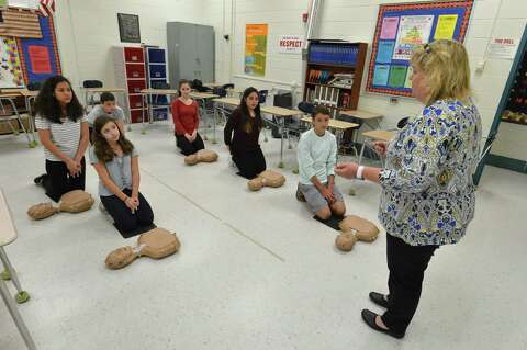 Roton Middle School students learn lifesaving CPR - The Hour