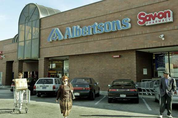 The New York-based private equity firm that operates Albertsons has reportedly held preliminary talks with bankers to buy Austin-based organic grocer Whole Foods Market.