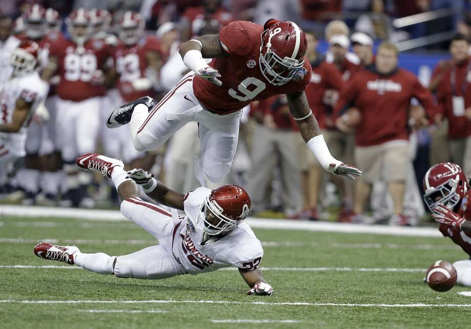 Alabama linebacker Reuben Foster may fall to the Raiders' No. 24 first-round pick due to off-field issues at the NFL combine. Photo: Rusty Costanza, Associated Press