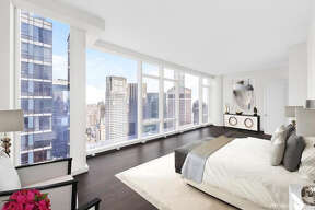 Houston Rockets owner Leslie Alexander put his Manhattan condominium on the market for $21.5 million dollars.