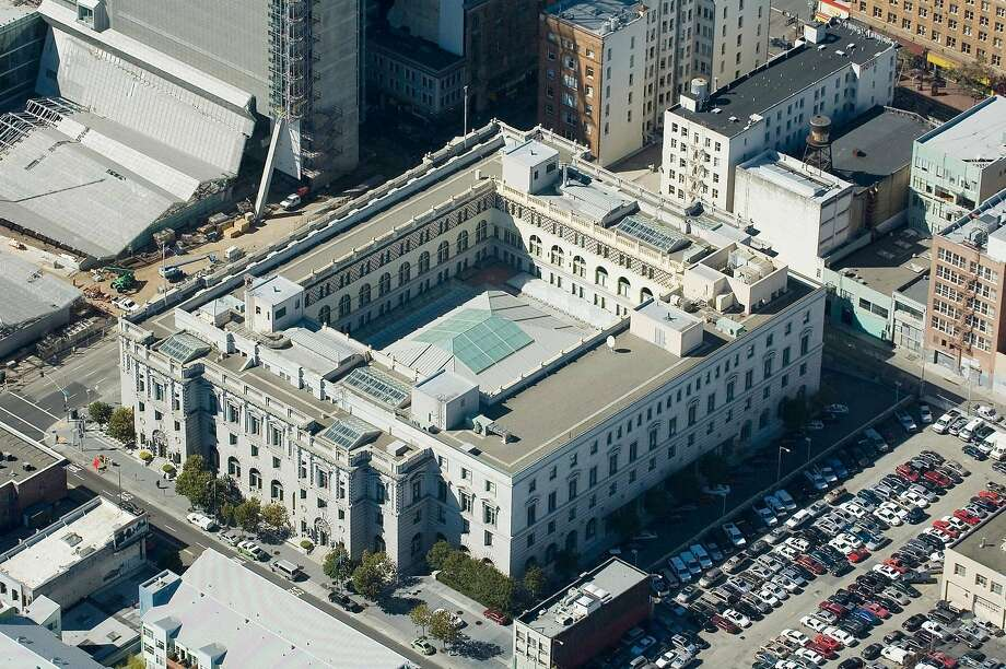 The Ninth District Court of Appeals at 7th and Mission Street in San Francisco on October 19, 2006. (James Browning United States Courthouse). Photo: Judith Calson