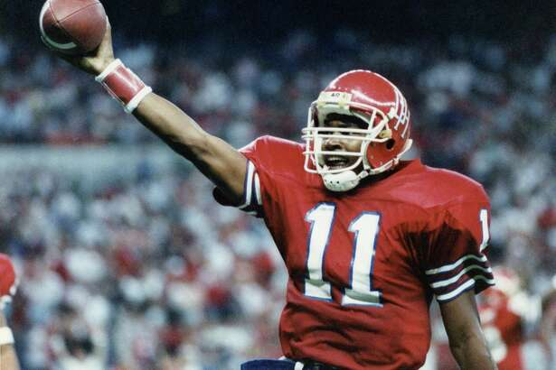 11/26/1989 - University of Houston Cougars quarterback Andre Ware (11) celebrates defeating Texas Tech 40-24 in the Astrodome.