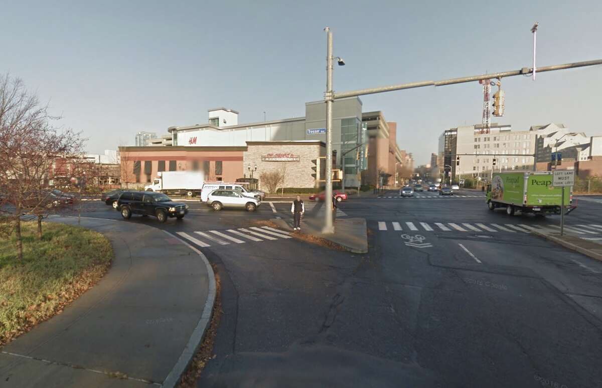 Stamford Tresser Boulevard at Canal Street: 7 collisions
