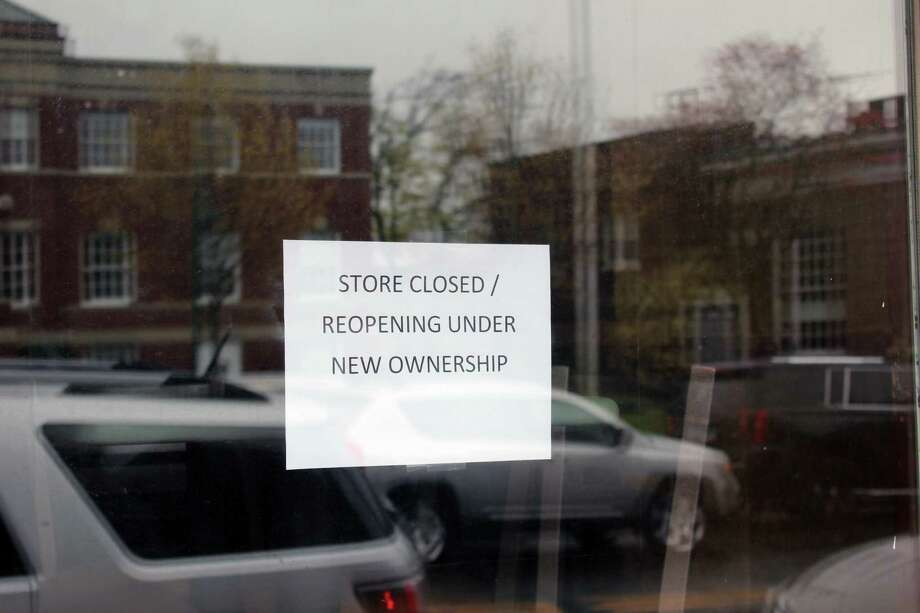 The sign hung on the window of the Subway Restaurant at 64 Main St., New Canaan, Conn., on April 25, 2017. Photo: Justin Papp / Hearst Connecticut Media / New Canaan News