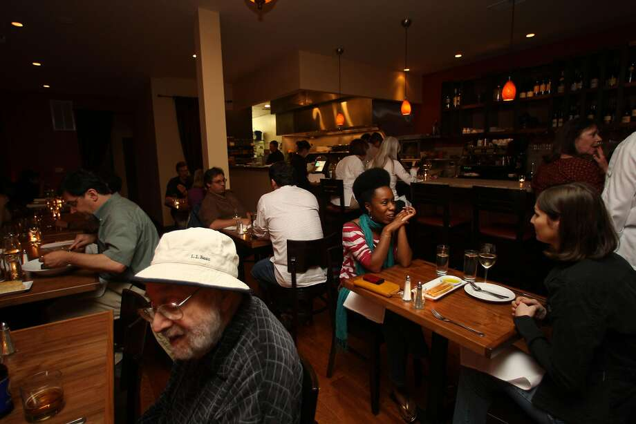Patrons dine a Bellanico in Oakland's Glenview neighborhood. Photo: Liz Hafalia, The Chronicle