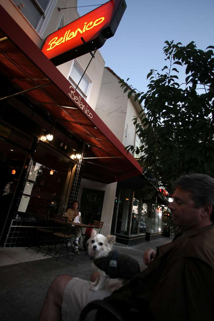 Glenn Klupsak waiting for his takeout with his dog, Mr. Bean, outside of  Bellanico restaurant in Oakland, Calif., on Thursday, July 10, 2008.   Photo by Liz Hafalia/The Chronicle