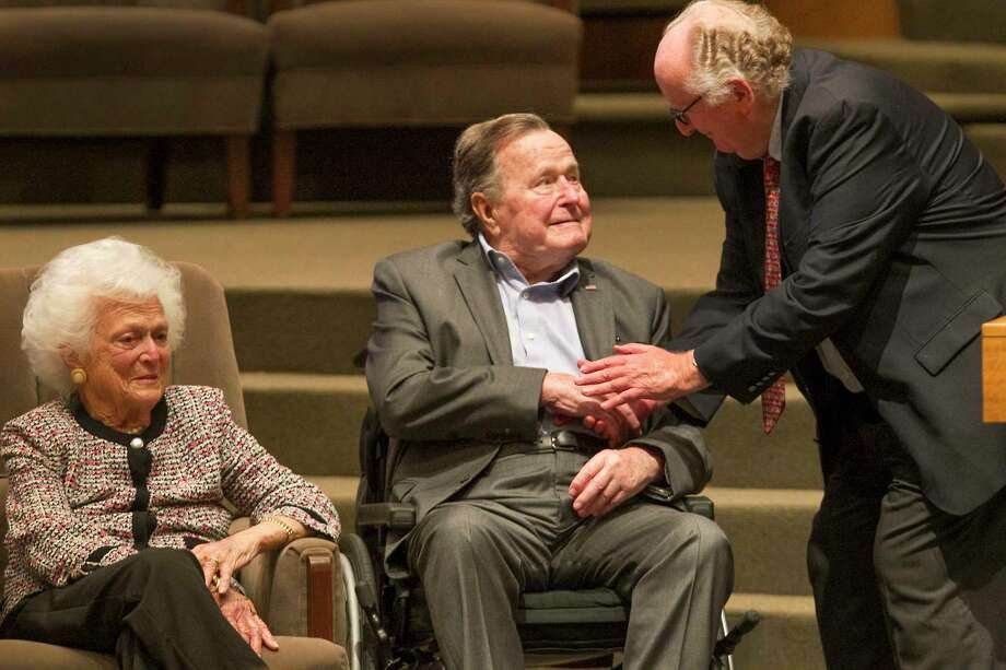 FILE - The Mensch International Foundation Chairman Steve Geiger (right) chats with former President George H.W. Bush and former First Lady Barbara Bush after presenting them with a Mensch Award on March 8, 2017, in Houston. H.W. Bush was finally discharged from Houston Methodist Hospital after a two-week hospital stay. Photo: Steve Gonzales, Houston Chronicle / © 2017 Houston Chronicle