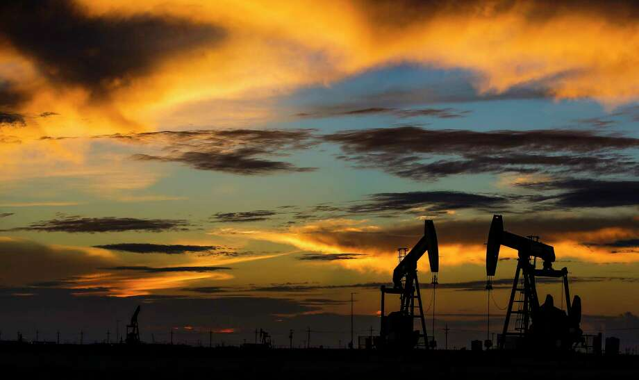 The world's largest oil field services companies are sending more equipment into the field. Photo: Michael Ciaglo, Staff / © 2016  Houston Chronicle