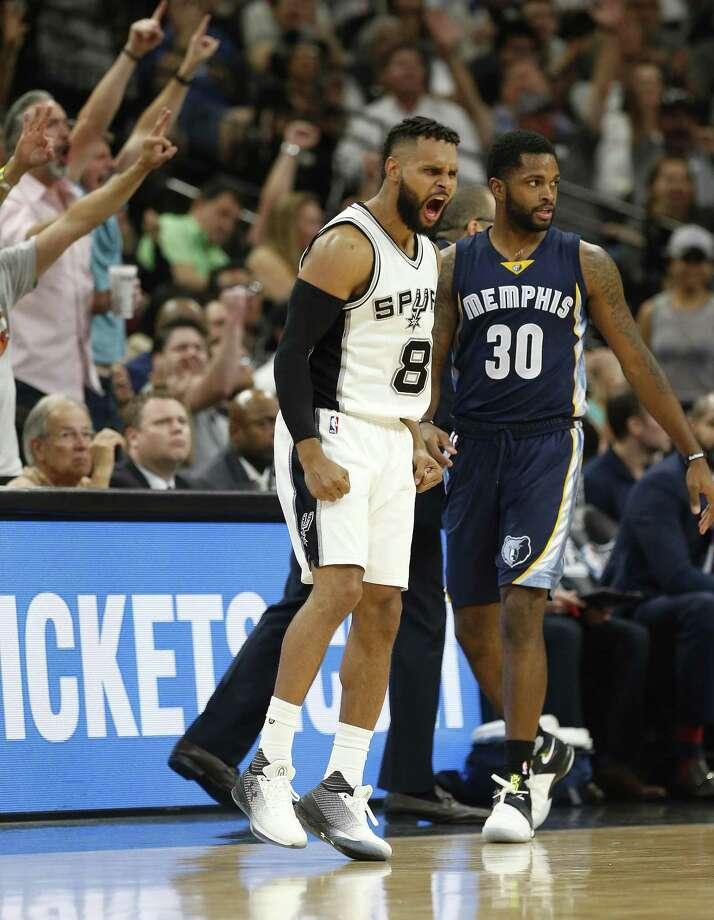 1. Bench BucketsThe Spurs' bench outscored Memphis' 46-30. Photo: Kin Man Hui, Staff / San Antonio Express-News / ©2017 San Antonio Express-News