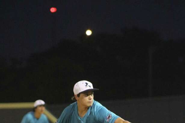 Bubba Baxa goes through his delivery Tuesday night. Baxa pitched a three-hitter in forcing the first-place Deer to go 0-for-10 with runners in scoring position after the first inning when they scored their only run.