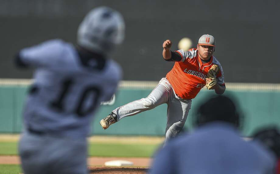 Alexander and United meet at 5 p.m. Tuesday at Uni-Trade Stadium with control of first place in District 29-6A on the line. The Longhorns swept the series last season winning 8-7 and 13-3. Photo: Danny Zaragoza / Laredo Morning Times File