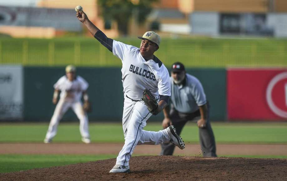 Andres Santos pitched five scoreless innings across Alexander's two games Friday holding Reagan to one hit and two walks with seven strikeouts. Photo: Danny Zaragoza /Laredo Morning Times File