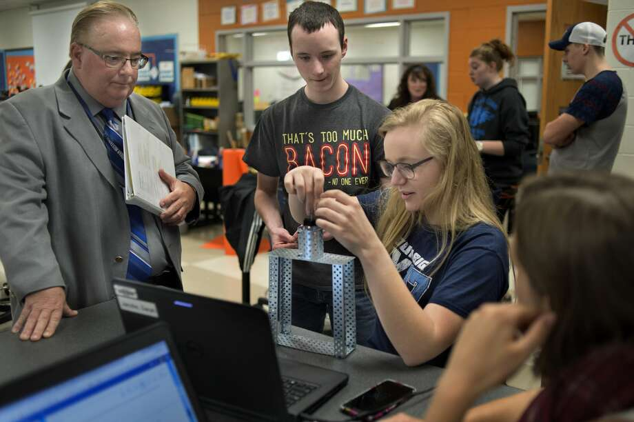 State Superintendent Brian Whiston, left, talks with Meridian Early College High School seniors Josh Bacon, Sarah Jacobs and Katherine Scheibert about what they're doing in their principals of engineering class. Photo: Brittney Lohmiller/Midland Daily News/Brittney Lohmiller