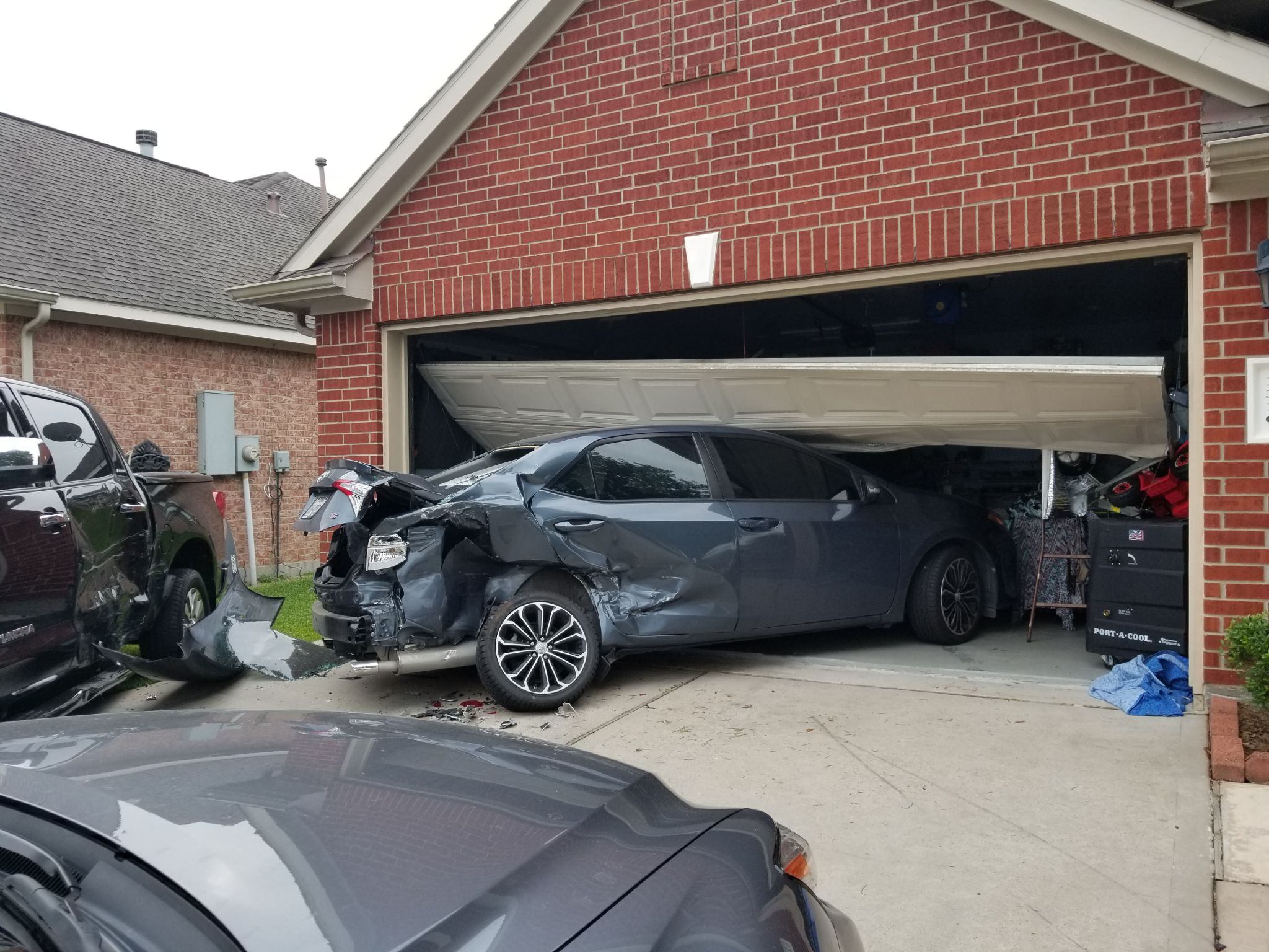 4 year old injured after driver plows cars into house for Garage ww auto
