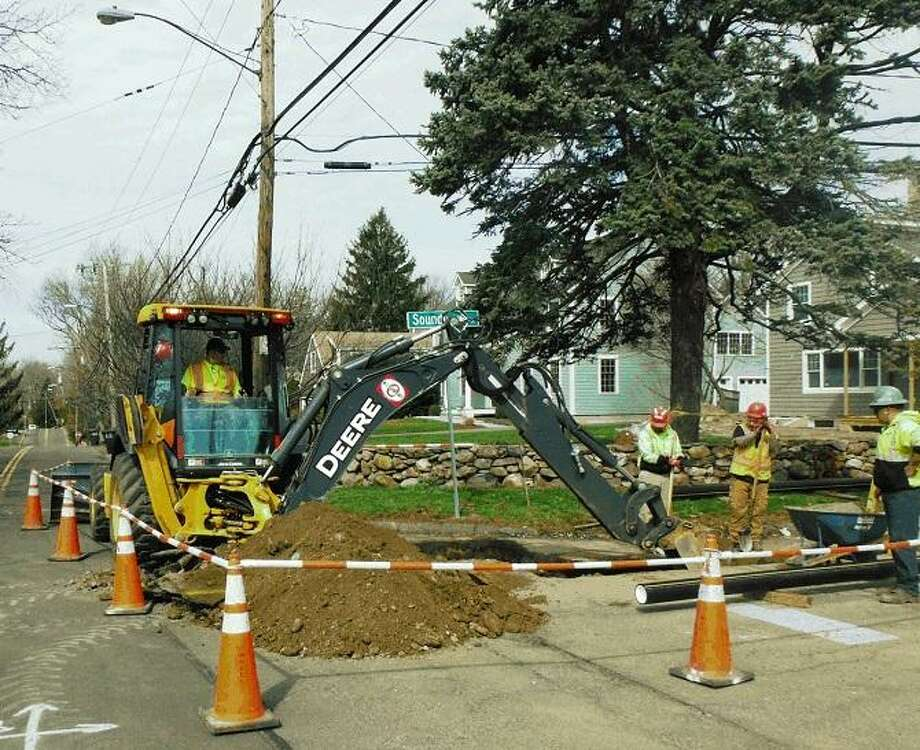 Eversource crews upgrades a natural gas system in Stamford. Photo: Contributed / Eversource