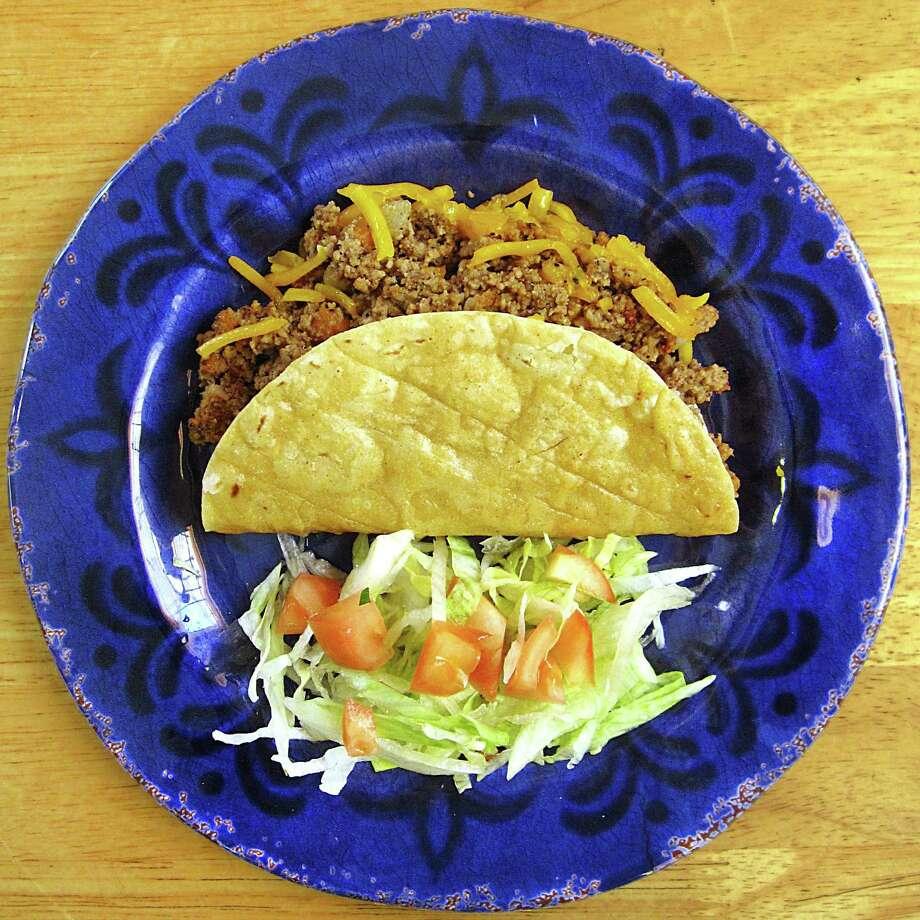 Crispy beef taco from Taquería El Alteño de Jalisco. Photo: Mike Sutter /San Antonio Express-News
