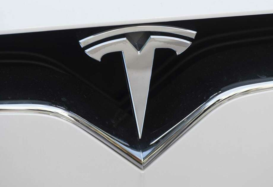 Tesla Inc. is deploying automatic braking to its recently built electric vehicles, though not in time to spare the Model X and Model S from ratings cuts by Consumer Reports magazine. Photo: Saul Loeb /AFP /Getty Images / AFP or licensors