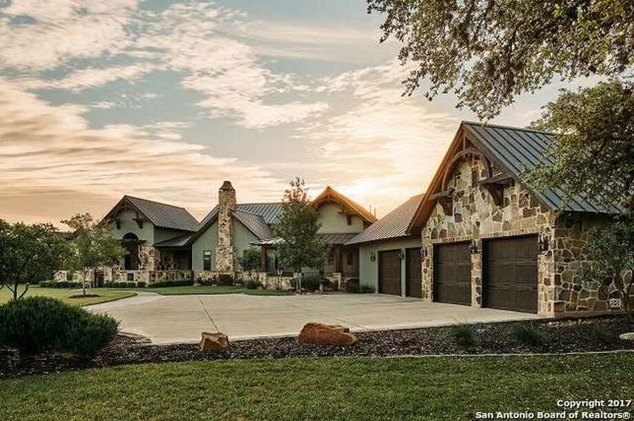 10 hill country homes for sale that boast waterfront views for Hill country homes