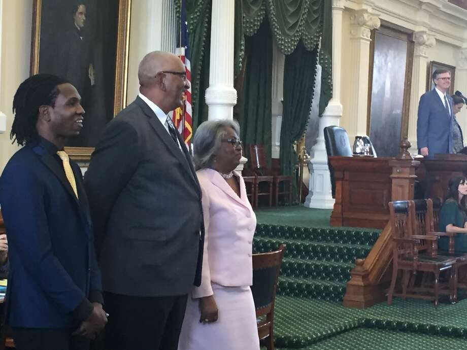 "George ""The Iceman"" Gervin (center) listens to Lt. Gov. Dan Patrick with his nephew (left) and sister state Rep. Barbara Gervin-Hawkins (right) April 26, 2017 in Austin. Photo: Staff Writer Peggy Fikac"