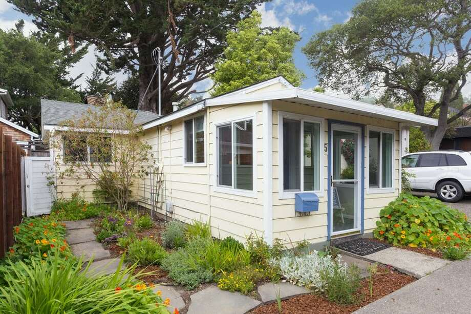Tiny house living dreams come true in this bright, sunny 524-square-foot cottage with one bedroom and one bathroom at 5 Mesa Ave. on the market for $649,000.Listed by Lynn Reid of McGuire Real Estate Photo: Peter Lyons