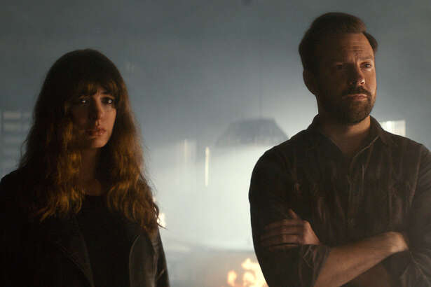 "In this image released by Neon, Jason Sudeikis, right, and Anne Hathaway appear in a scene from, ""Colossal."" (Neon via AP) ORG XMIT: NYET716"