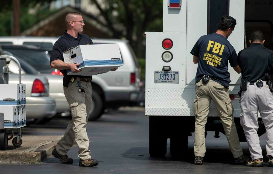FBI officers collect evidence from the Dannenbaum Engineering firm at 3100 W. Alabama St. in Houston on Wednesday. The FBI also raided the company's locations in San Antonio, McAllen, and Laredo. Photo: Godofredo A. Vasquez, Staff / Godofredo A. Vasquez