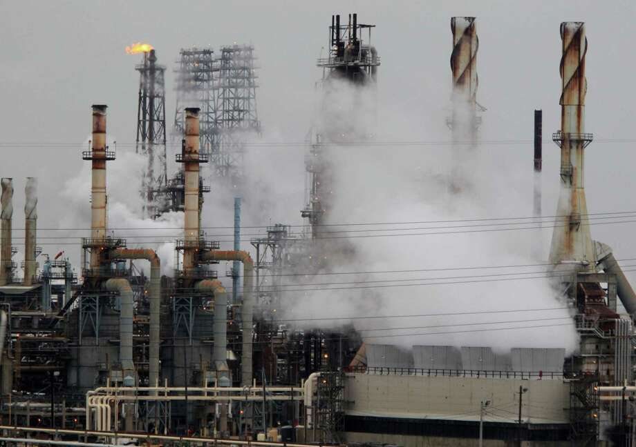 Flaring occurs at ExxonMobil's Baytown refinery. Photo: Mayra Beltran, HC Staff / Houston Chronicle