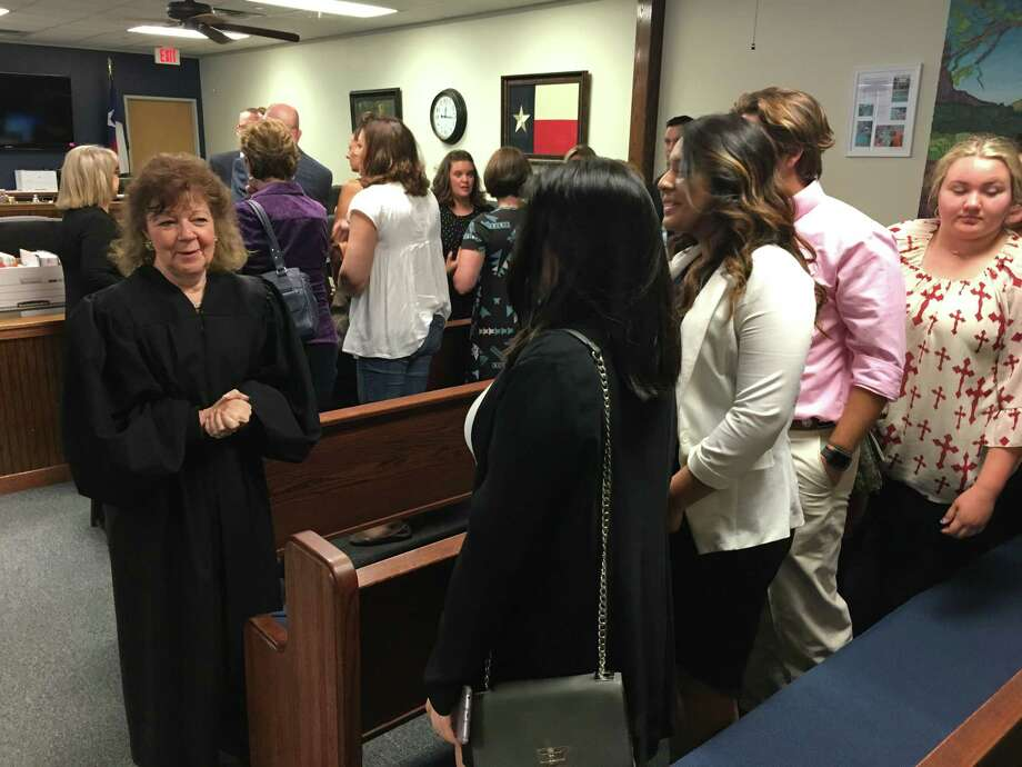 Judge Kathleen Hamilton, overseeing the 359th state District Court in Montgomery County, Texas, chats with Willis High School students following the first leg of testimony in a criminal trial Tuesday. Photo: Jay R. Jordan