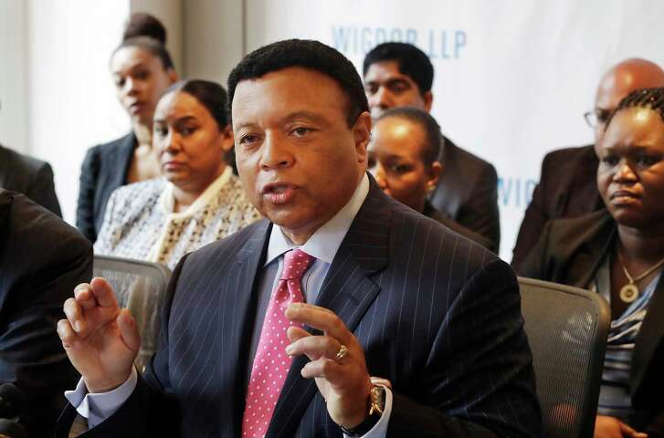 Fox News Channel anchor Kelly Wright holds a news conference Wednesday in New York to discuss his part in a lawsuit accusing the network of allowing racial discrimination.