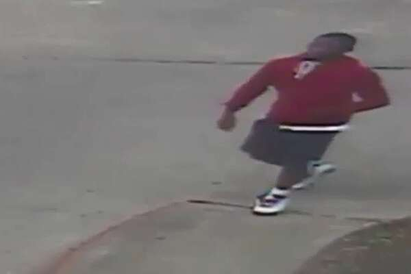 Houston police are searching for a suspect who shot a woman in the leg while robbing her of her purse. The incident occurred in the parking lot of an apartment complex in the 9700 block of Court Glen Drive on Monday, April 10 at about 7:30 p.m.