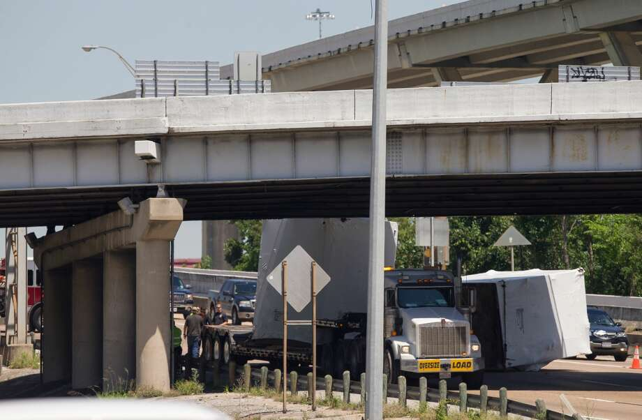 Motorists are stopped behind a wrecked big rig on the Hogan Street Overpass along I-45 North. on April 27, 2017. It appears the crash knocked off part of its cargo, shutting down nearly the entire southbound freeway. Photo: Godofredo A. Vasquez/Houston Chronicle