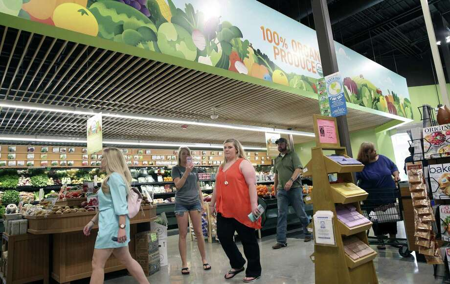 Retail sales grew at a slower pace in October, the Federal Reserve Bank of Dallas said Tuesday. Photo: Tom Reel /San Antonio Express-News / 2017 SAN ANTONIO EXPRESS-NEWS