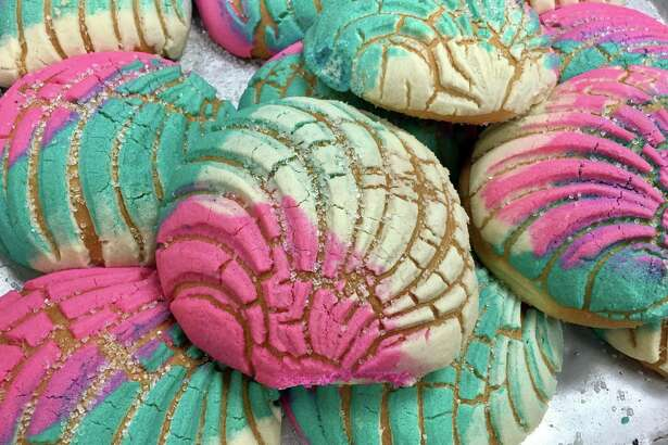 Houston's El Bolillo Bakery has cleverly played off the Starbucks Unicorn Frapucccino with sweetbread they can't keep on the shelves.