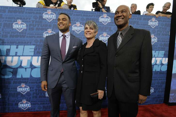 Stanford's Solomon Thomas, left, arrives for the first round of the 2017 NFL football draft, Thursday, April 27, 2017, in Philadelphia. (AP Photo/Julio Cortez)