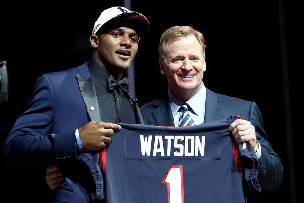 PHILADELPHIA, PA - APRIL 27:  (L-R) Deshaun Watson of Clemson poses with Commissioner of the National Football League Roger Goodell after being picked #12 overall by the Houston Texans during the first round of the 2017 NFL Draft at the Philadelphia Museum of Art on April 27, 2017 in Philadelphia, Pennsylvania.  (Photo by Elsa/Getty Images)