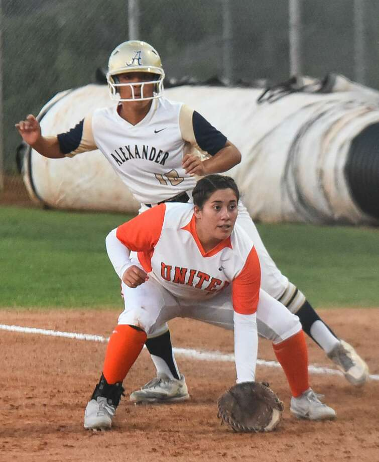 Alexander's Viri Hernandez finished 3-for-3 with a homer in a 4-1 win at Zapata. United also picked up a 2-0 shutout at Alice. Photo: Danny Zaragoza /Laredo Morning Times File / Laredo Morning Times