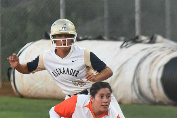 Alexander's Viri Hernandez finished 3-for-3 with a homer in a 4-1 win at Zapata. United also picked up a 2-0 shutout at Alice.